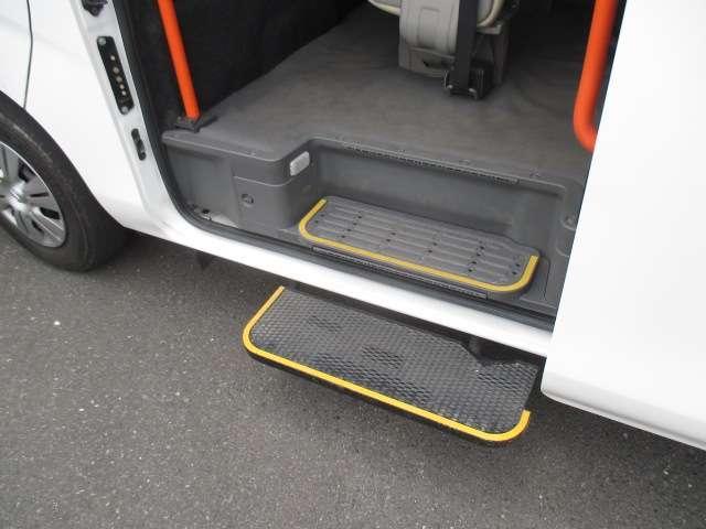 2.5 チェアキャブ 車いす2名仕様 ディーゼルターボ 4WD エマージェンシーブレーキ 横滑り防止機能 アラウンドビューモニター リアクーラー&ヒーター オートステップ(13枚目)