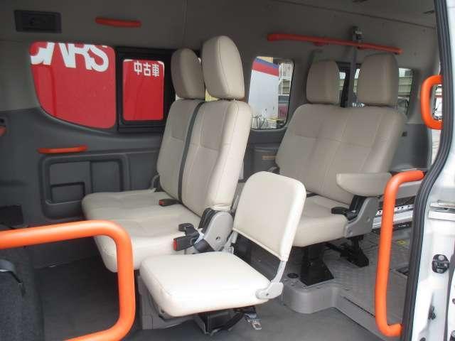 2.5 チェアキャブ 車いす2名仕様 ディーゼルターボ 4WD エマージェンシーブレーキ 横滑り防止機能 アラウンドビューモニター リアクーラー&ヒーター オートステップ(14枚目)