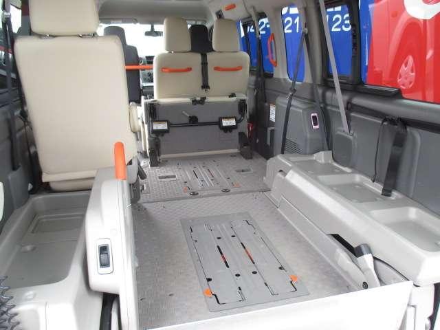 2.5 チェアキャブ 車いす2名仕様 ディーゼルターボ 4WD エマージェンシーブレーキ 横滑り防止機能 アラウンドビューモニター リアクーラー&ヒーター オートステップ(15枚目)