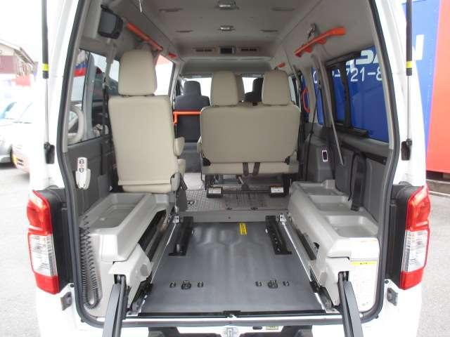 2.5 チェアキャブ 車いす2名仕様 ディーゼルターボ 4WD エマージェンシーブレーキ 横滑り防止機能 アラウンドビューモニター リアクーラー&ヒーター オートステップ(16枚目)