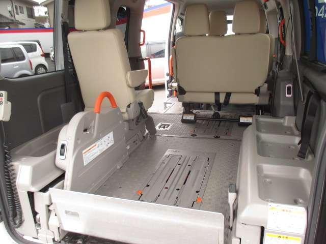 2.5 チェアキャブ 車いす2名仕様 ディーゼルターボ 4WD エマージェンシーブレーキ 横滑り防止機能 アラウンドビューモニター リアクーラー&ヒーター オートステップ(17枚目)