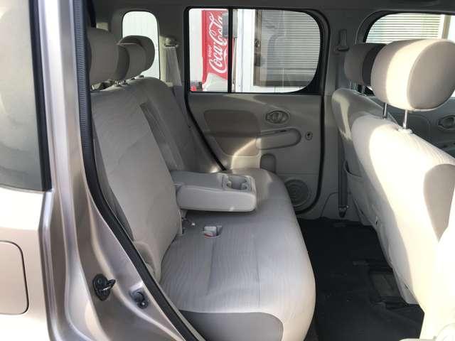 後席はクッション性がある大型シートで、ゆったり乗れます!シート状態はよく、キレイです♪