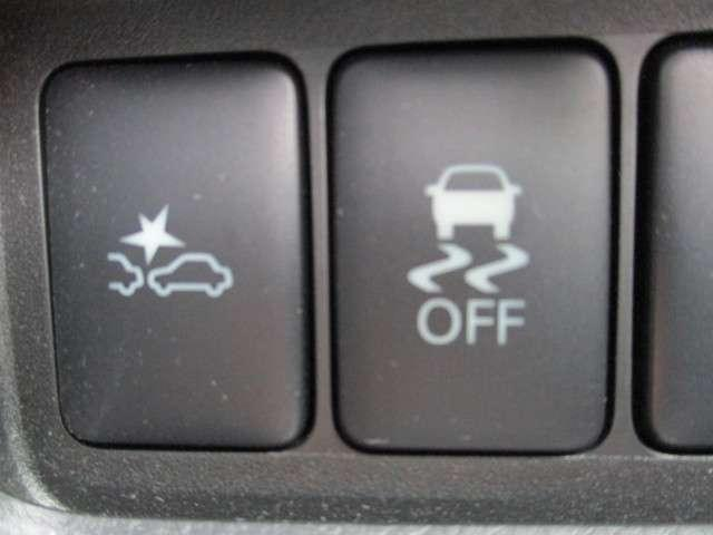 エマージェンシーブレーキ、横滑り防止装置搭載。充実の安全装備で、いつでも安心して運転していただけますよ♪