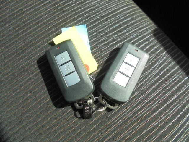 これからクルマのキーはポケットの中やかばんの中でOK!便利なインテリジェントキー付き!