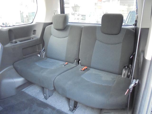 サードシートも広々!快適です!