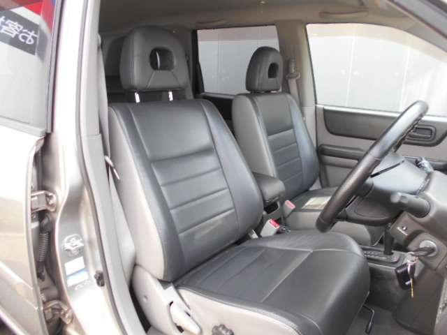2.0 Xtt 4WD 切替4WD CD アルミホイール エアコン キセノンヘッドライト リモコンドアロック(3枚目)