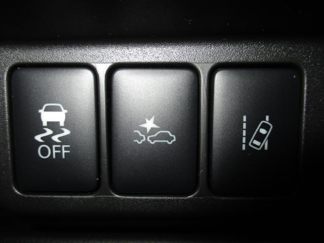 エマージェンシーブレーキ、車線逸脱警報を装備