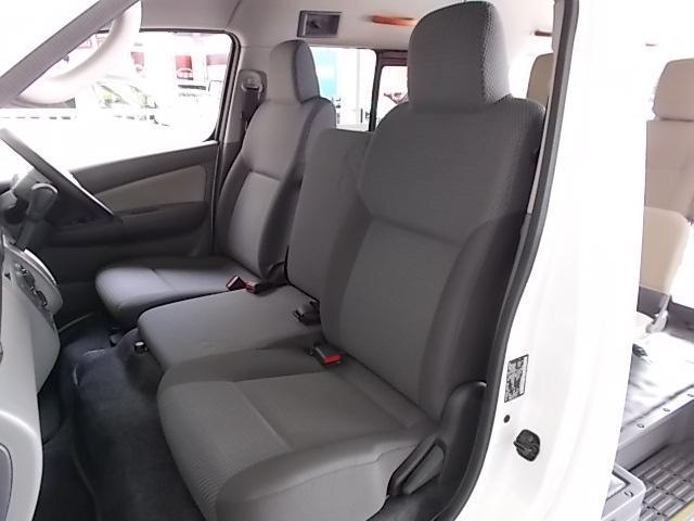日産 NV350キャラバンバン チェアキャブ 電動リフター・車椅子1席タイプ 10人乗り
