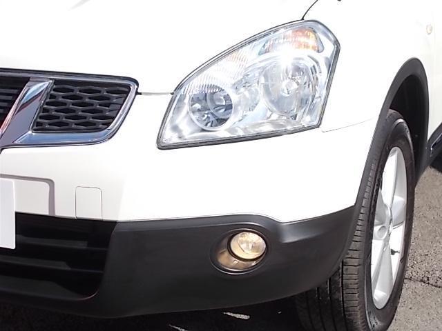 キセノンヘッドランプ:明るい白色光で遠方を照らします。