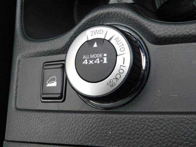 4WDシステム ぬかるみや雪道など、滑りやすい路面でもダイヤル操作ひとつで2WD⇔4WDの切替が可能です。