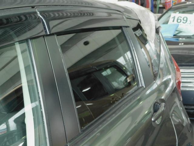プライバシーリヤガラス 車外からの視線を遮るとともに紫外線もカットします。
