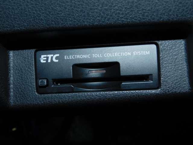 ビルトインETC インストルメントパネルのデザインにフィットするETCです。