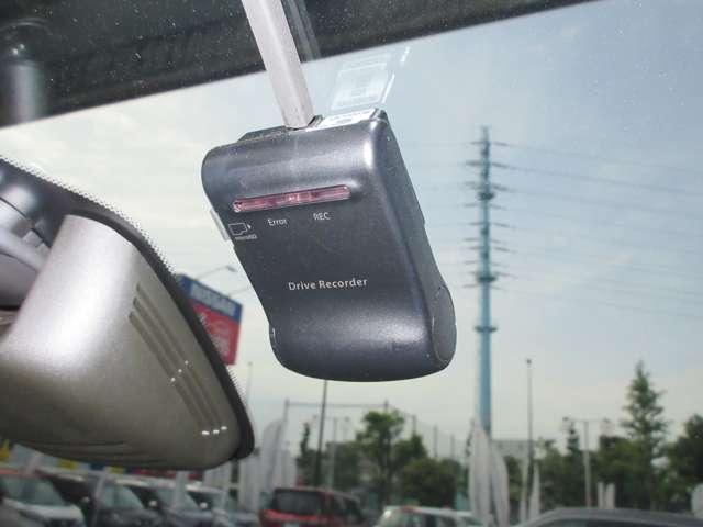 ドライブレコーダー 運転を常時SDカードに記録し万一の際の安全運転を確認できます。危険な瞬間を動画で再生できて安全意識も向上します。