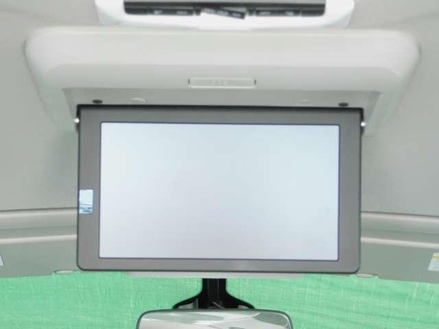 後席専用モニター 後席でDVDやTVを11インチワイドVGA液晶モニターで楽しめます。