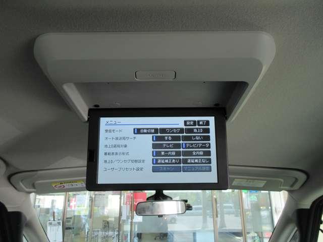 後席用モニター 後席でBlu-ray、DVDやTVなどを楽しめます。