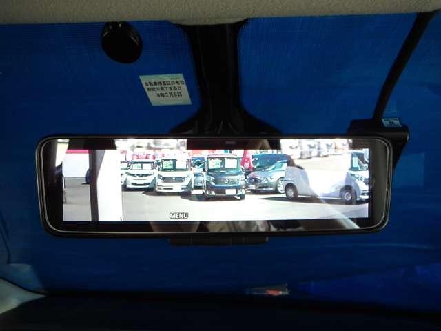 スマート・ルームミラー ルームミラーに映り込んでしまうピラー、ルーフ、ヘッドレスト、シート、後席乗員、荷物等に遮られることなく後方視界を確保します。