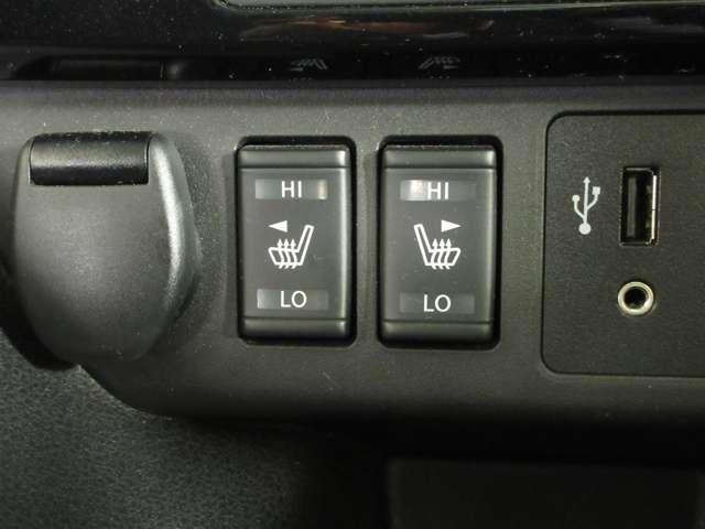 運転席、助手席ヒーター付きシート エアコンよりも素早く、体を芯まで温めてくれます。