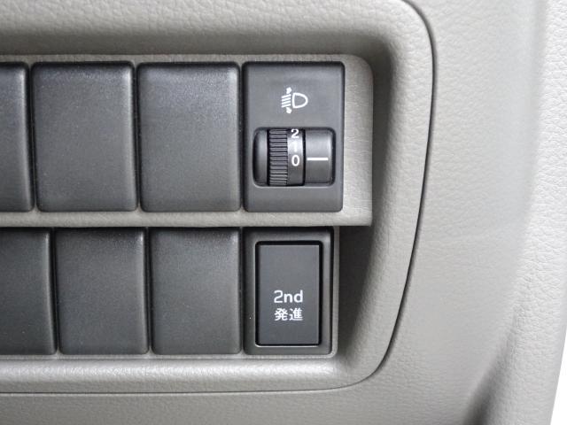 セカンド発進ボタン装備!! なめらかな加速で走りたいときに役立ちます〜