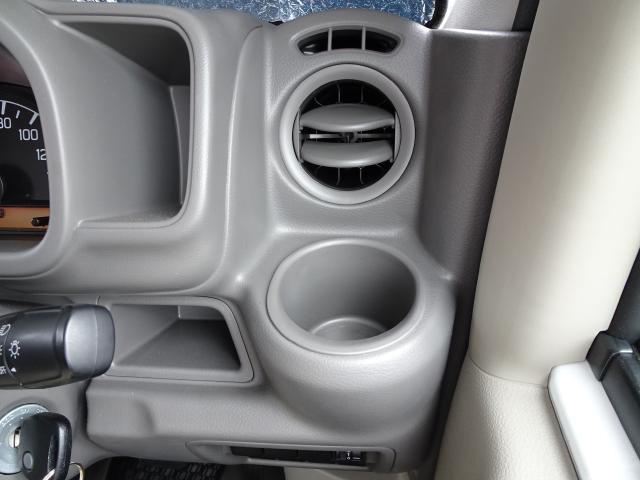 運転席・助手席にあるカップホルダー エアコン風を利用してジュースもおいしく〜