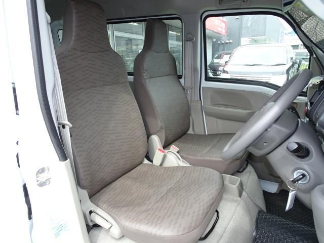 フロントシート ビニール表皮でお手入れも簡単〜 気兼ねなく座れるシート!