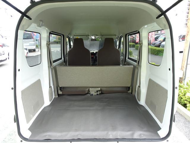 荷室 フロアシート付きで荷物の出し入れもし易く、床面地上高650mmで重い物でもラクラク♪