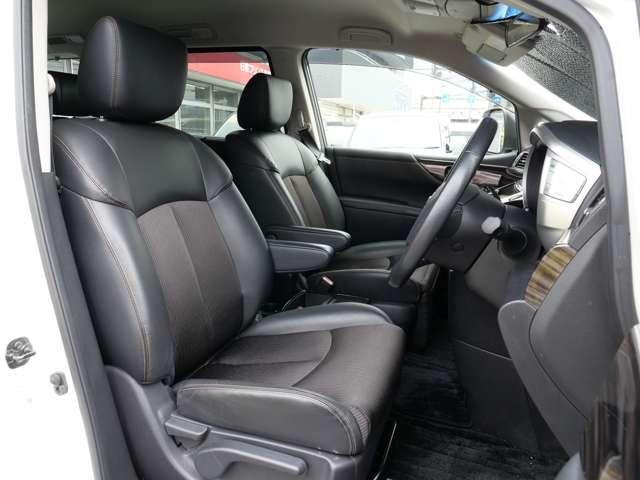 フロントシート アームレスト付き 運転席は、リフター機能で目線のtかさ調整もできます〜 運転ポジションもバッチリ!