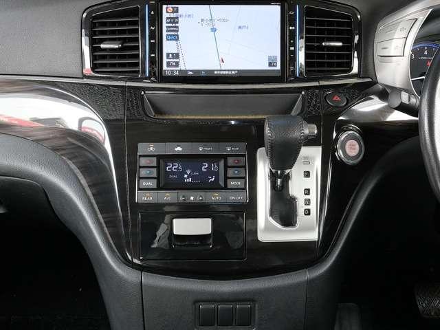 デュアルオートエアコン 運転席・助手席でそれぞれ温度調整も出来ます〜 二人とも快適気分〜♪ 後席用オートエアコンユニットも付いてます〜