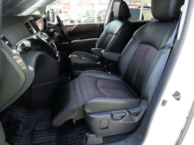 助手席側オットマンシート 楽な姿勢が保たれてロングドライブでもラクラク♪