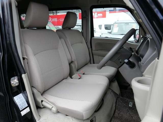 フロントシート 座面が高くて程よいクッション♪ 長距離運転もラクラク♪