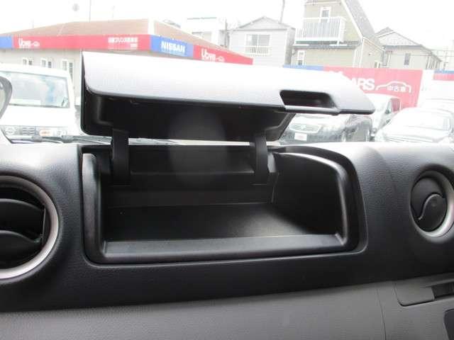 助手席には小物入れを装備しております。