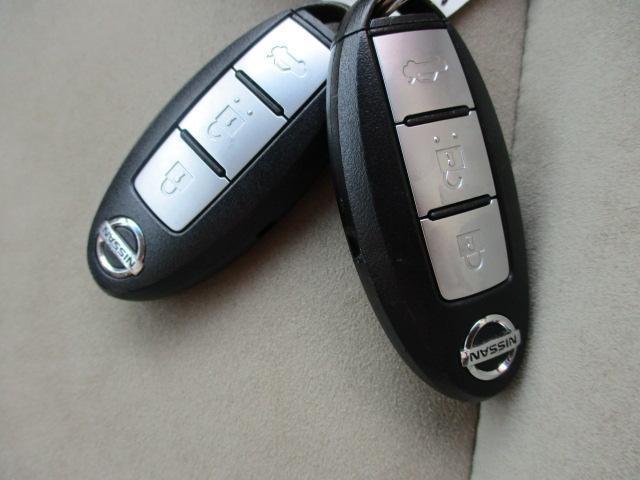 インテリジェントキー付き、カギを取り出さずにドア施開錠、エンジンスタートできとても便利です☆