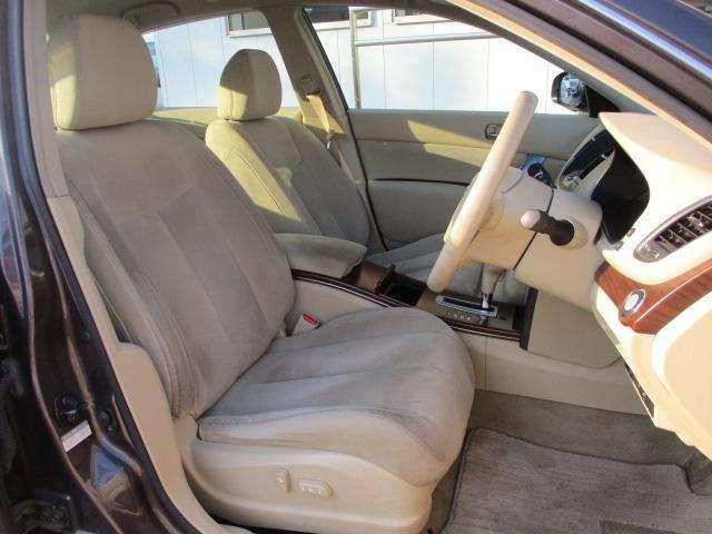 運転席・助手席☆ベージュのシートになります☆