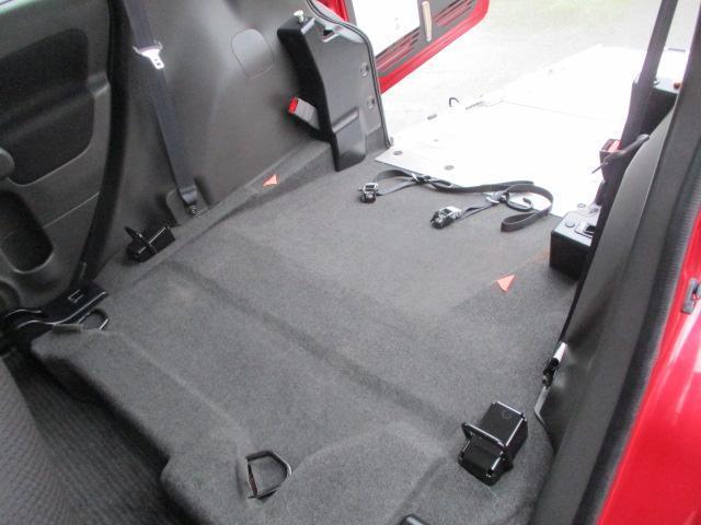日産 キューブ スローパー 車椅子固定装置