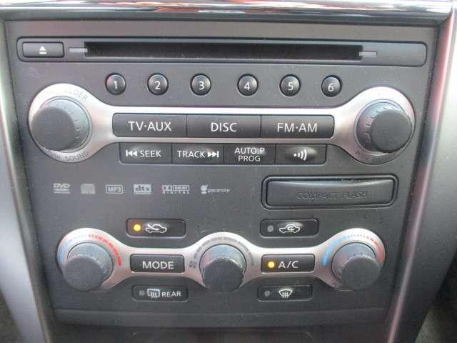 純正オーディオはボタンが見やすく使いやすいです!オートエアコン!室内を快適に!
