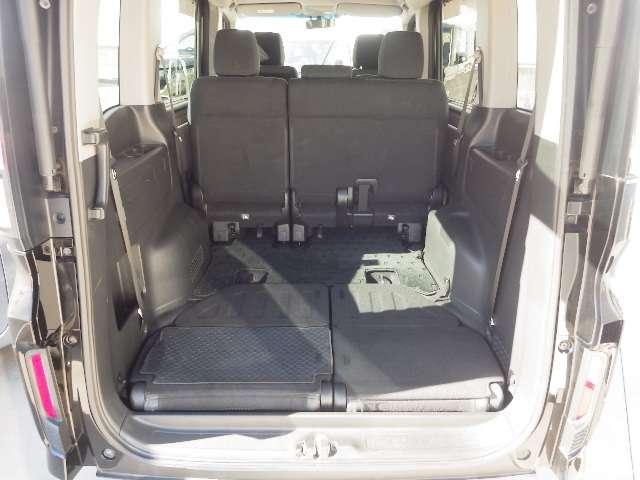 リヤシートを前に倒すとご覧のような広大なラゲッジスペースが作れます。是非一度実車でご確認下さい。