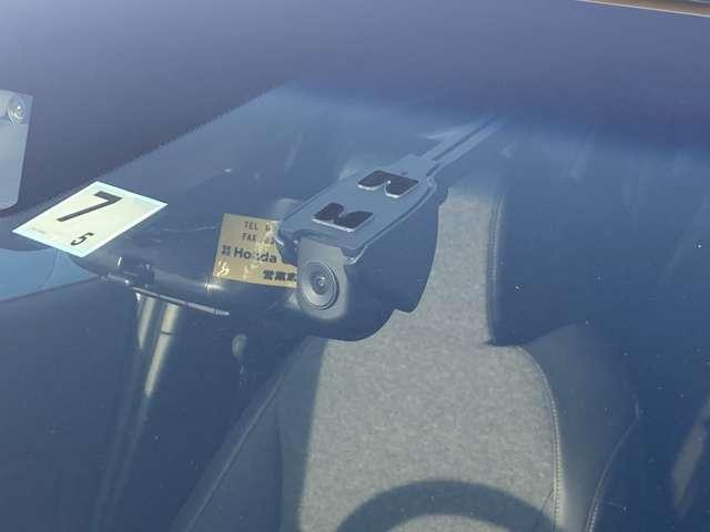 e:HEVホーム 元デモカー 8インチナビ Rカメラ フルセグ クルコン 禁煙車 スマートキー アイドリングストップ 衝突被害軽減ブレーキ ワンオーナー LEDヘッドライト Rカメラ オートエアコン キーレス 地デジ(10枚目)