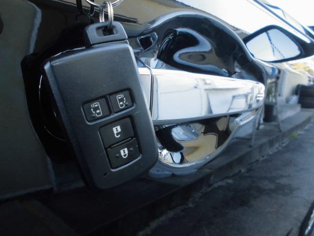 スマートキーシステム付き!鍵を持っていればドアロック・解除・エンジン始動も楽々です。毎回鍵を出す手間もなくなりますよ♪0120-07-1190