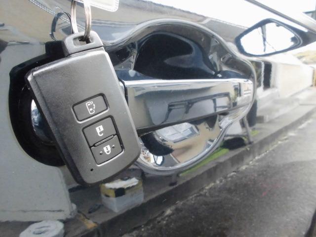 プッシュスタートスマートキーシステム付き!鍵を持っていればドアロック・解除・エンジン始動も楽々です。毎回鍵を出す手間もなくなりますよ♪お気軽にお問い合わせ下さい0120-07-1190
