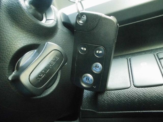 スマートキーシステム付き!鍵を持っていればドアロック・解除・エンジン始動も楽々です。毎回鍵を出す手間もなくなりますよ♪悪天候時には特に重宝しますネッ♪お気軽にお問い合わせ下さい0120-07-1190
