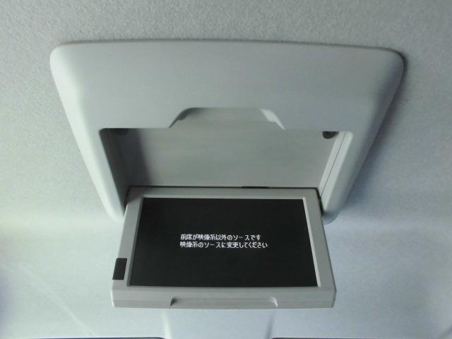 後席用フリップダウンモニター☆ドライブ中にテレビやDVD映画が見られて快適です。使わないときは格納できます。☆お問い合わせは0120-07-1190まで♪♪♪