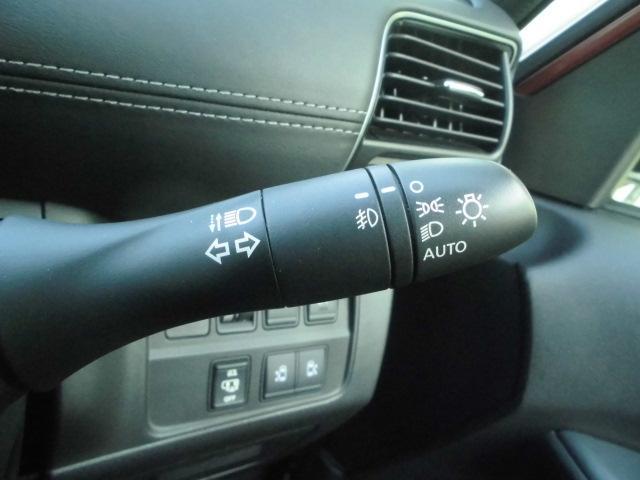 オートライト機能がついてます!暗くなってきたら自動的にヘッドライトを点灯させてくれますよ♪もちろんトンネルなどで付け忘れなどもありませんから安心して運転できますねっ♪♪
