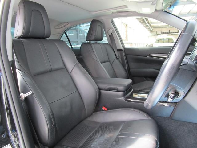 運転席です!黒革 パワーシート シートエアコン装備!