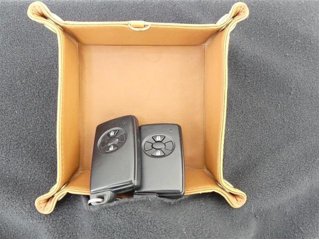 【スマートキー】スマートキーシステム装備!バッグやポケットにキーが入っていれば、ワンタッチでドアロック&エンジン始動OK!荷物や傘で手がふさがっている時等に、とっても便利な機能です♪