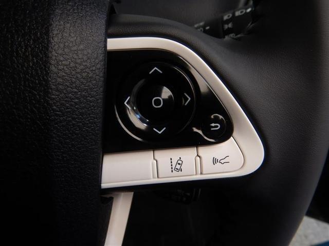 【レーンディパーチャーアラート】道路上の白線(黄線)を単眼カメラで認識し、ドライバーがウインカーを操作をしないで車線を逸脱する可能性がある場合、ブザーとディスプレイ表示による警報でお知らせします。