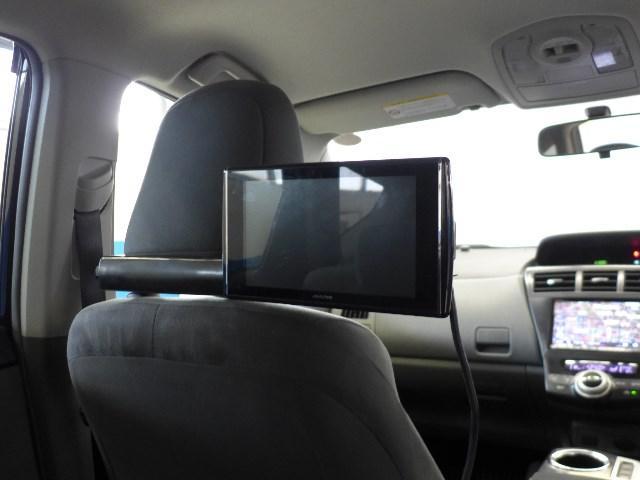 後席モニターを装備。長距離ドライブや渋滞の際も、後席の乗員の方が退屈しません。