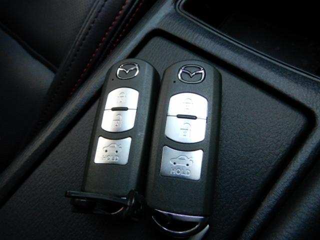 【アドバンストキー】アドバンスキーが付いています。鍵の開け閉めからエンジンの始動まで持っているだけで楽々操作。使い慣れると手放せない装備です。