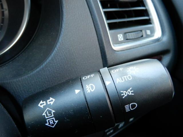 【オートライト】暗くなると自動的に点灯するオートライトを装備!日中でもトンネルなどに入ると自動的に点灯!夜間の消し忘れ防止にもなります