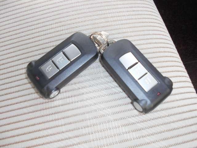 X キーフリ スマートキー バックカメラ WエアB ABS オートエアコン 盗難防止システム 記録簿 エアバッグ サイドモニター パワーウインドウ アイドリング パノラマモニター 衝突回避支援ブレーキ(10枚目)