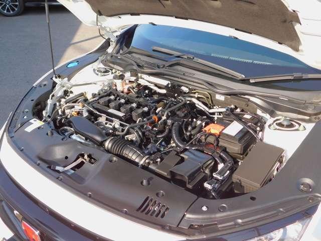 エンジンルーム・走りと環境性能の高次元での両立を追求し、ターボでパワーを補う分、排気量を小さくしたダウンサイジングターボエンジン