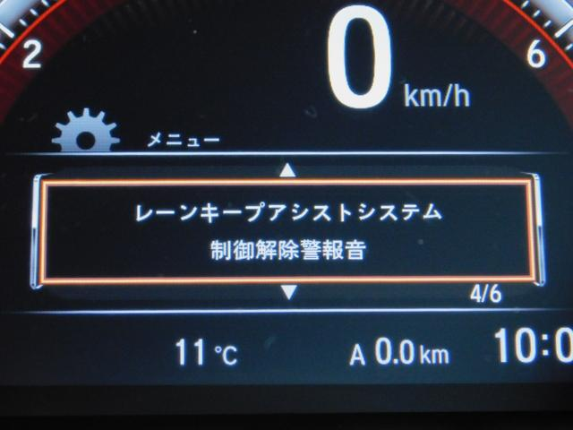 LKAS(車線維持支援システム)車両が車線の中央に沿って走行できるように、高速道路などでのステアリング操作を支援し、運転負荷軽減を図ります